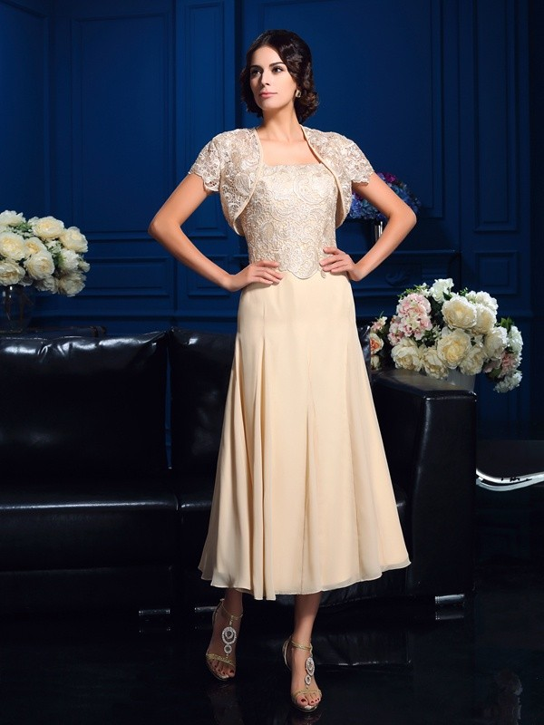 A-Line/Princess Square Applique Short Chiffon Mother of the Bride Dress