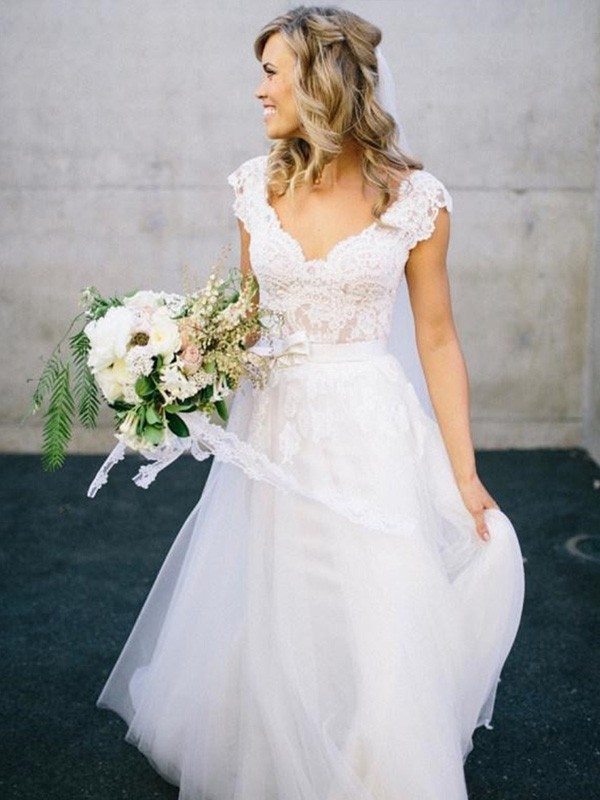 A-Line/Princess V-neck Floor-Length Lace Tulle Wedding Dress
