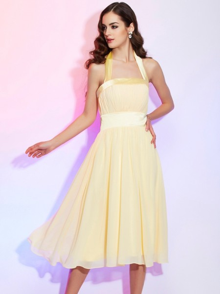 A-Line/Princess Halter Pleats Short Chiffon Bridesmaid Dress