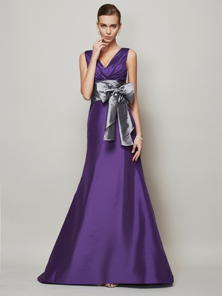 A-Line/Princess V-neck Sash/Ribbon/Belt Long Taffeta Dress