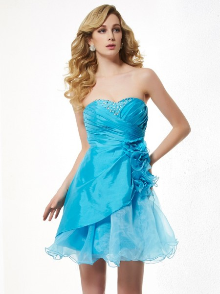 A-Line/Princess Sweetheart Beading Short Taffeta Homecoming Dress