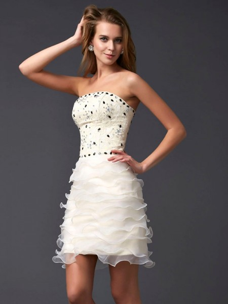 Sheath/Column Strapless Beading Short Tulle Homecoming Dress