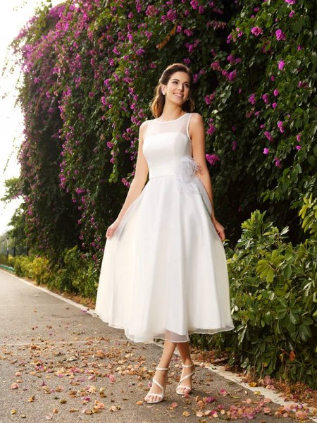 A-Line/Princess Bateau Sash/Ribbon/Belt Long Satin Wedding Dress