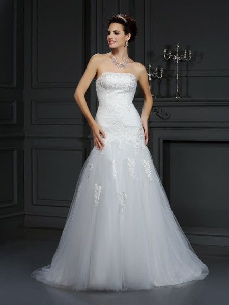 Sheath/Column Strapless Lace Long Satin Wedding Dress