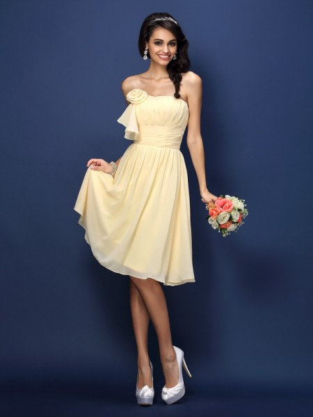 A-Line/Princess Strapless Pleats Short Chiffon Bridesmaid Dress