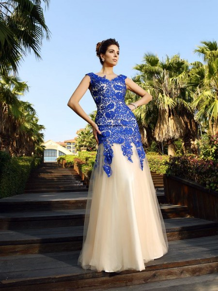 Sheath/Column V-neck Applique Long Net Dress