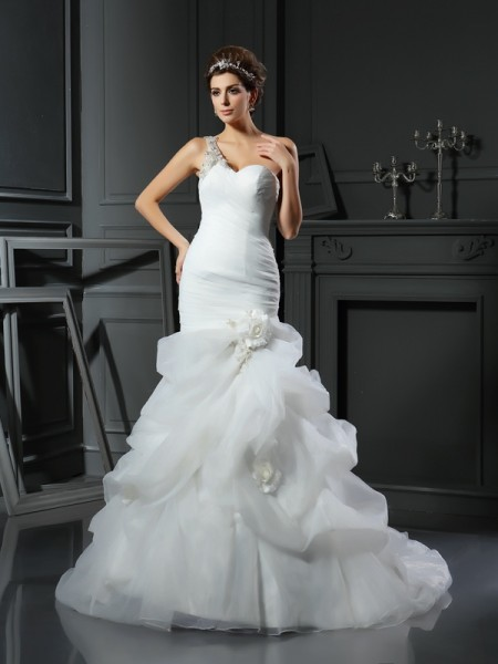 Trumpet/Mermaid Sweetheart Ruffles Long Satin Wedding Dress