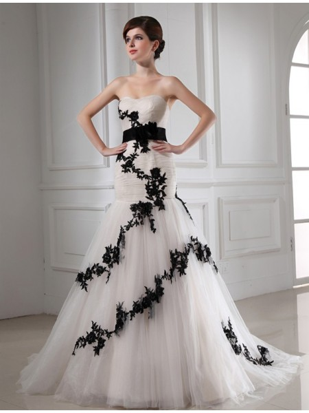 Trumpet/Mermaid Sweetheart Applique Satin Tulle Wedding Dress