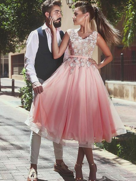 A-Line/Princess V-neck Sleeveless Lace Tea-Length Tulle Dresses