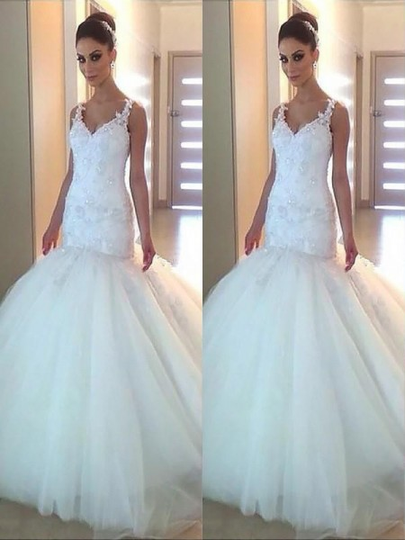 Trumpet/Mermaid V-neck Tulle Sleeveless Court Train Wedding Dress