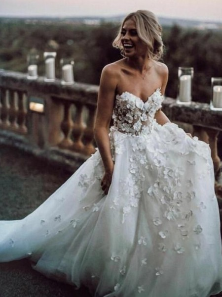 A-Line Sleeveless Tulle Sweetheart Neckline Court Train Bride Dress with Applique